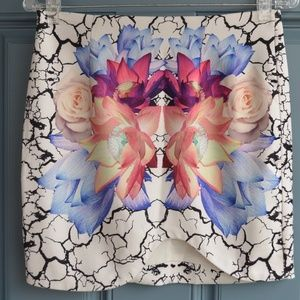 Printed Floral Graphic Mini Skirt by Tobi Sz. M